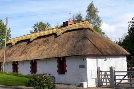 Boyne Canal Cottage, Thatched Cottage Donore