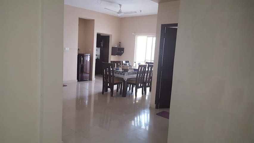 Fully Secured Apartment @ Thindlu Near Hebbal - Bangalore - Appartamento