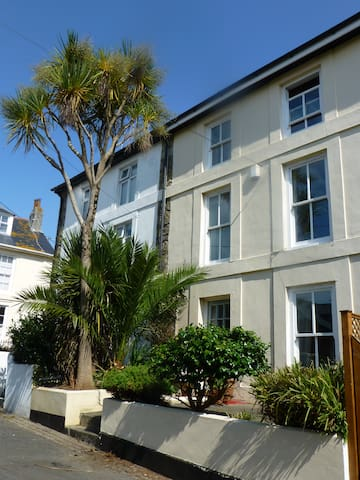 Family Friendly Regency Townhouse, near IOS Ferry - Penzance - Hus