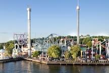 TIVOLI 10 min med buss och sedan fortsätt med buss eller ta båt i 7 minuter så lägger båten till vid nöjesparken och tivolit Gröna Lund. www.gronalund.com