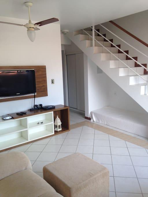 Escada e Sala de TV