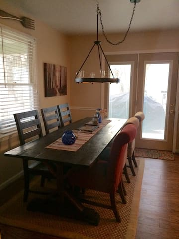 Comfy Private Room, Quick & Easy Drive to Downtown - Winston-Salem - Hus