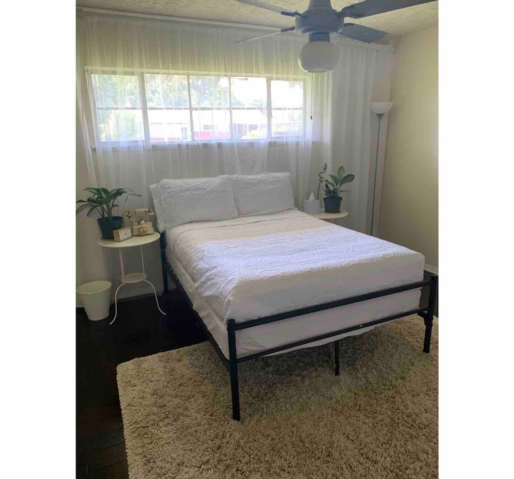 Full size bed in spacious and well lit bedroom! Smart TV, mini fridge, towels & bathrobe included...electric kettle with coffee/tea, snacks and bottled water too!