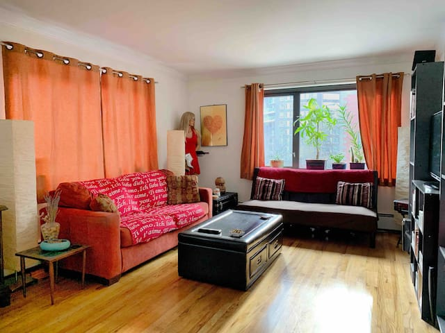 Spacious 5th Ave - Pvt Bed & Bath