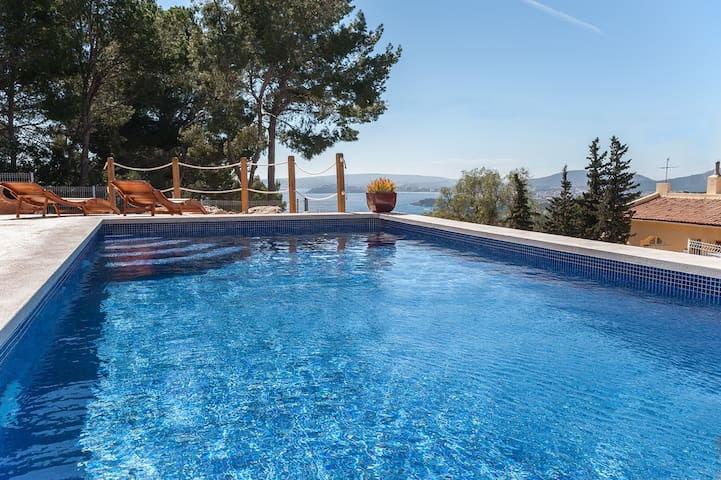 Luxury home with swimming pool,sea view in Portals - Portals Nous - Dom