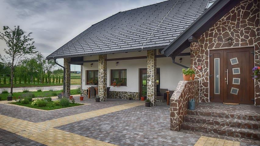 Villa Stone(Walnut)**** - Rakovica - วิลล่า