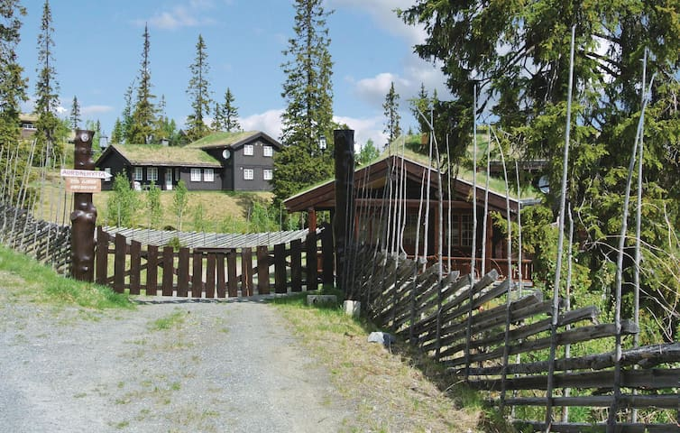 Holiday cottage with 5 bedrooms on 160 m² in Aurdal