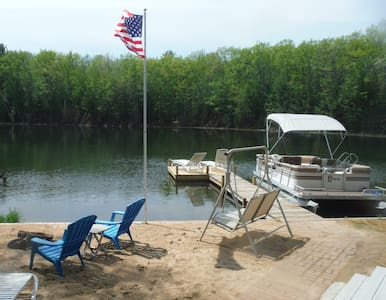 Summer Fun, Romantic Lake Retreat Hot Tub Stars! - 特拉弗斯城(Traverse City) - 客房