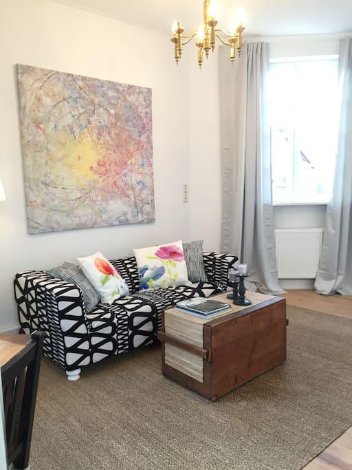 Wohnzimmer mit TV und Internet