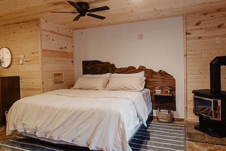 The Centennial Suite - Hinterwood Inn & Cabins