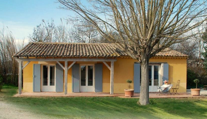 """Les Oliviers"" - (6 pers: 4 adults + 2 kids) WIFI, air-con, bikes, pool - Caderousse"