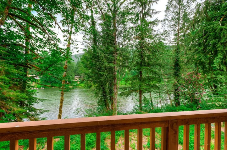 Cozy riverfront balcony apartment w/ hot tub surrounded by wilderness