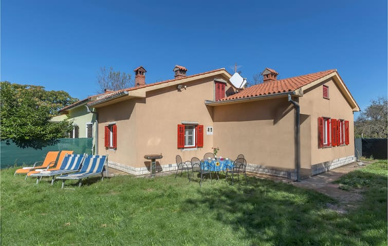 Semi-Detached with 2 bedrooms on 78m² in Labin