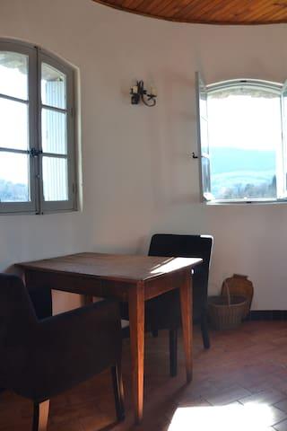 Zithoek met comfortabele stoelen en prachtig uitzicht