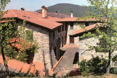 Splendido casale con piscina - Fivizzano - Bed & Breakfast