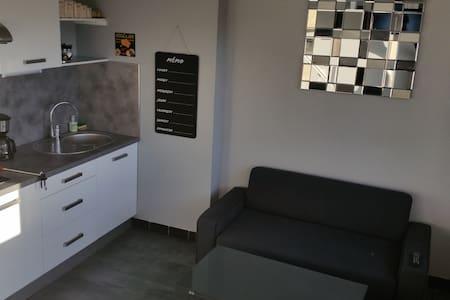 studio face aux arènes - Nîmes