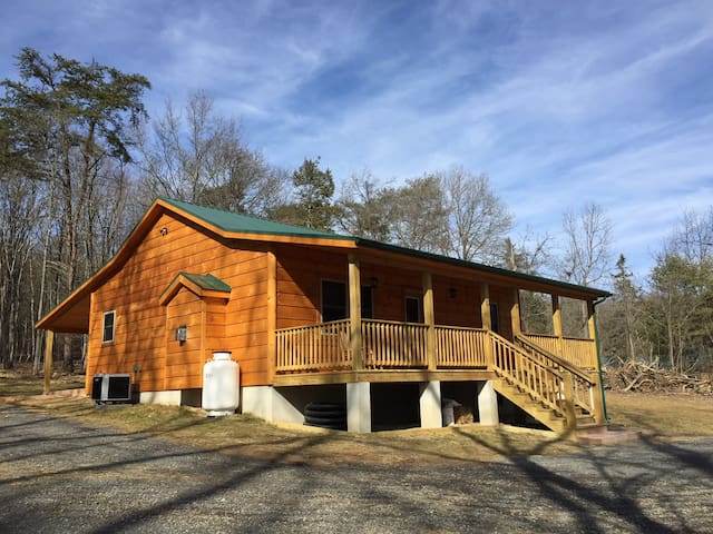 Beautiful Brand New Cabin, private, 10 miles Luray