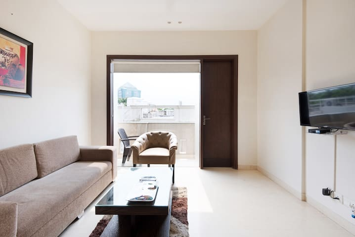 OLIVE Modern 1 Bed Aprt with Kitchen @ DLF Gurgaon