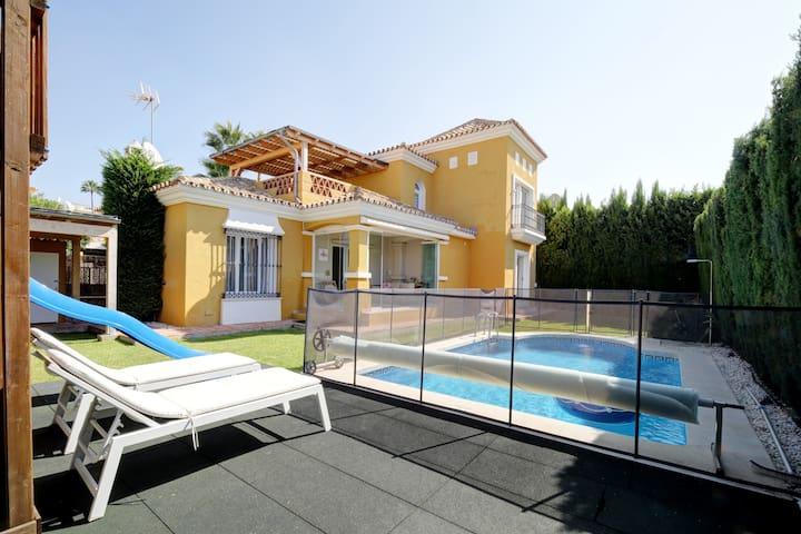 Villa ZEN. 400m beach.Ideally4Families.Heated pool