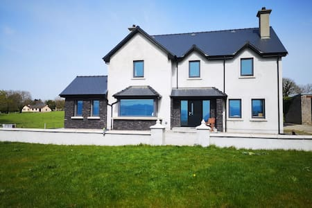 'Carraig House' 10 mins drive from Killarney