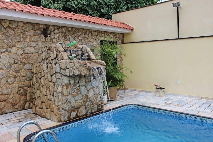 Casa com piscina para família e amigos