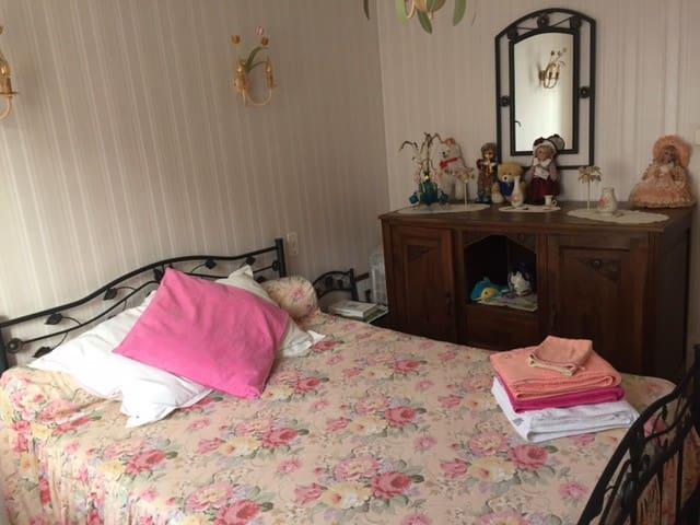 Chambre dans une maison au calme - Marcillac-Vallon - House
