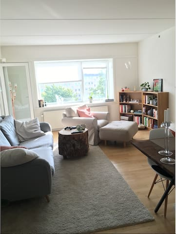 Spacious & well connected flat that welcomes you - Nørresundby - Apartament