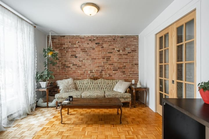 Apartment in the heart of village/downtown