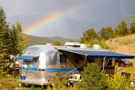 Private Airstream Mountain Getaway - El Prado - Wohnwagen/Wohnmobil