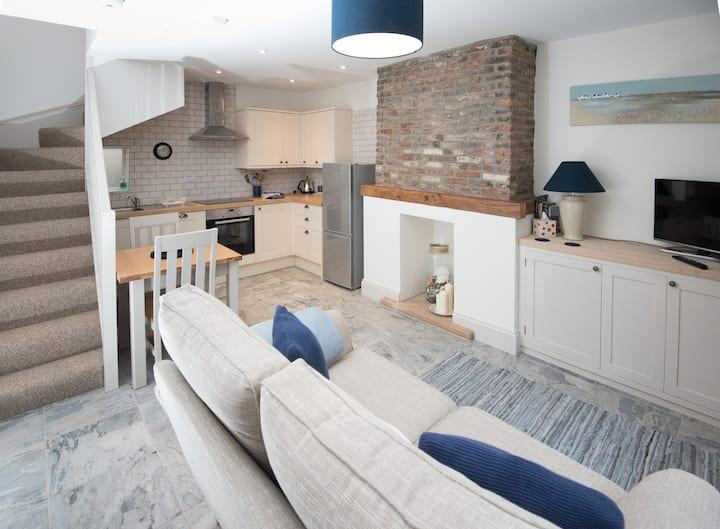 Fisherman's cottage in the heart of old Whitby