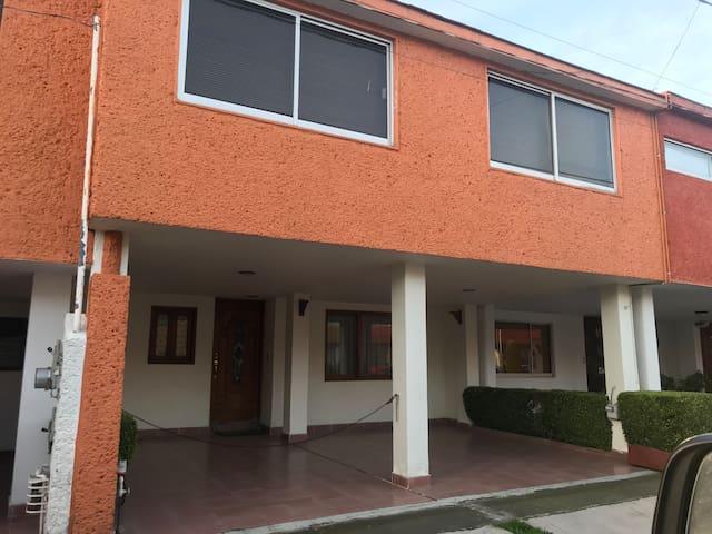 Una Habitación  ideal para una o dos personas