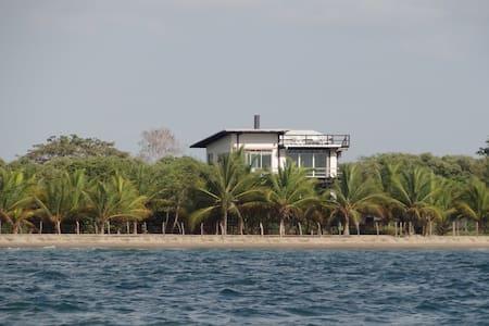 Acuarela Beach House, Tolu, Co - Tolú