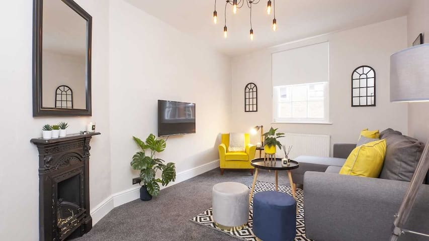 Stylish & Most Central 2 bed City Centre Apartment