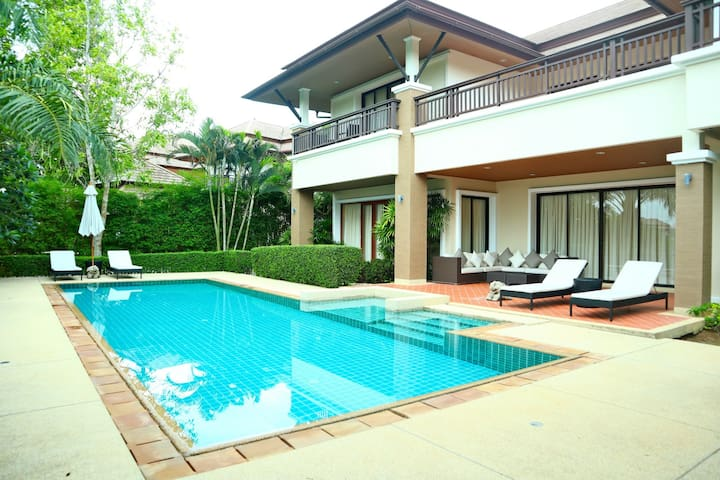 Laguna Lakeside 4 bedroom pool villa