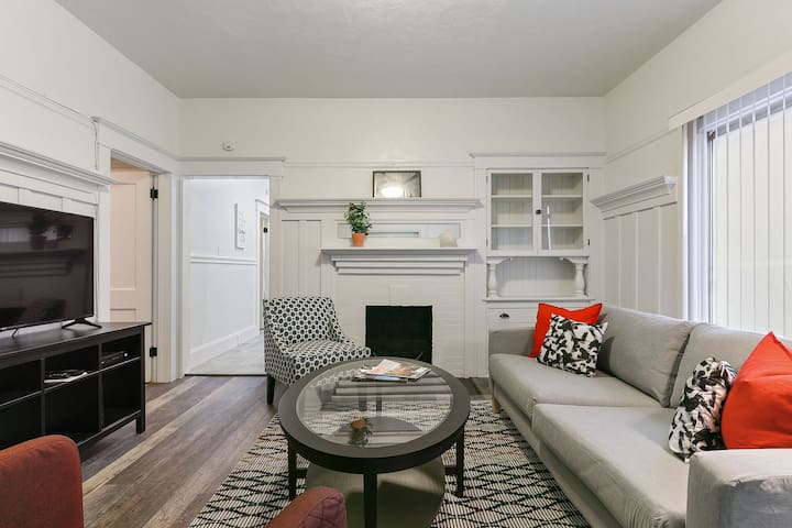 Bright Spacious Uptown Oakland Duplex Ground Level