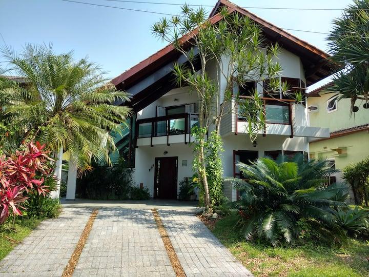 Casa c/piscina  - Condomínio Hanga Roa - Bertioga