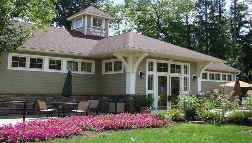Tree Tops Poconos Mntn Villas-Studio- SUN Check-In