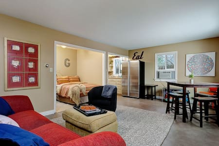 Stylish Studio near BSU / Downtown / SE Boise