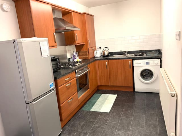 Beautiful 2 bed en-suite apartment close to city