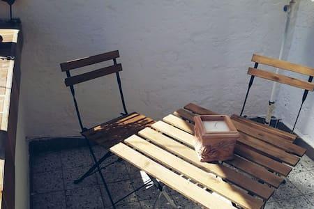 Ruhiges gepflegtes Zimmer m. Balkon - Ludwigshafen - 公寓