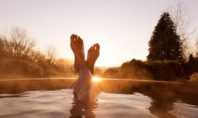 Buiten in bad naar de sterren kijken!