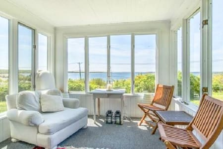 Villa Janessa - Home w/ Pool Overlooking the Bay - Sag Harbor - Villa