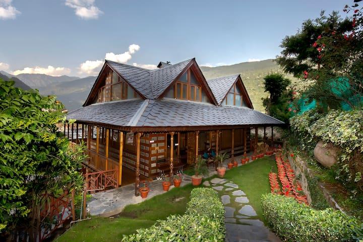 Luxurious Cottage room