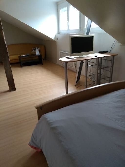 grande chambre chez particulier pr s centre gare maisons de ville louer besan on. Black Bedroom Furniture Sets. Home Design Ideas