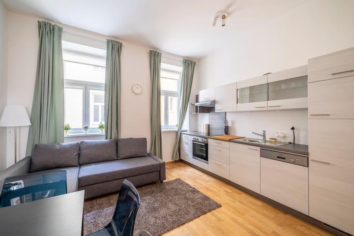 Cosy,Modern and Bright Apartment in prime Location