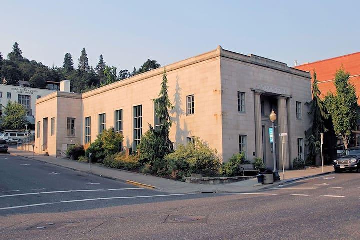 Historic Butler Bank Apartment!