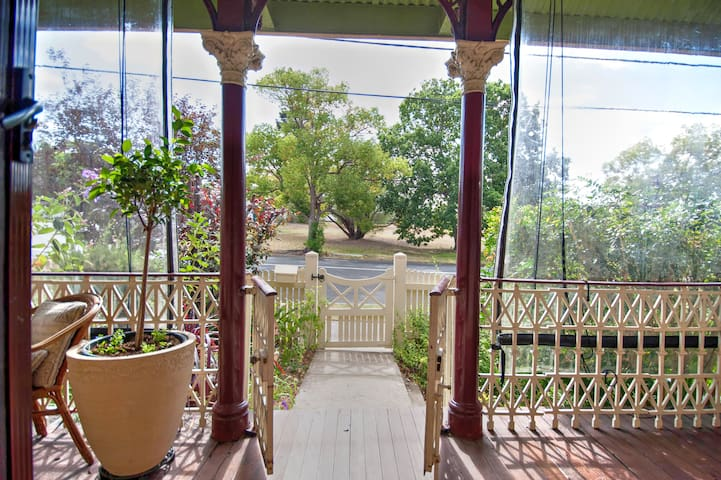 Post & Telegraph B&B Moruya