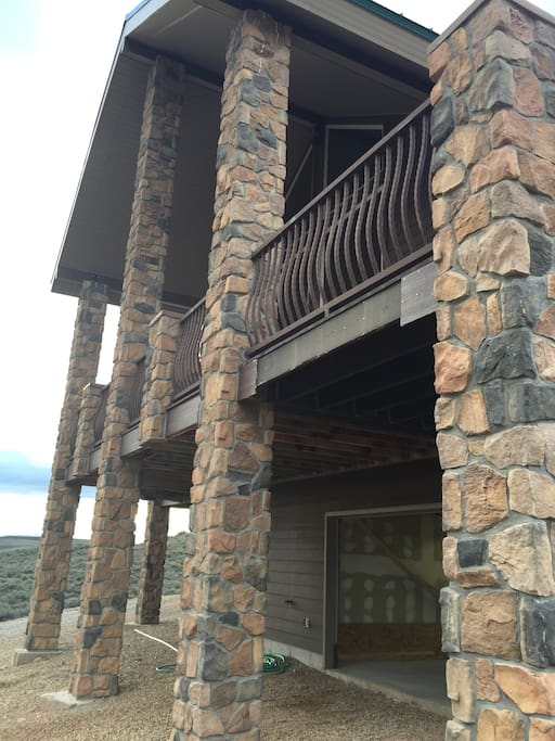 Huge wrap around deck with amazing views of Soldier Creek and Strawberry Reservoir. BBQ on the deck. 35 min From Park city.