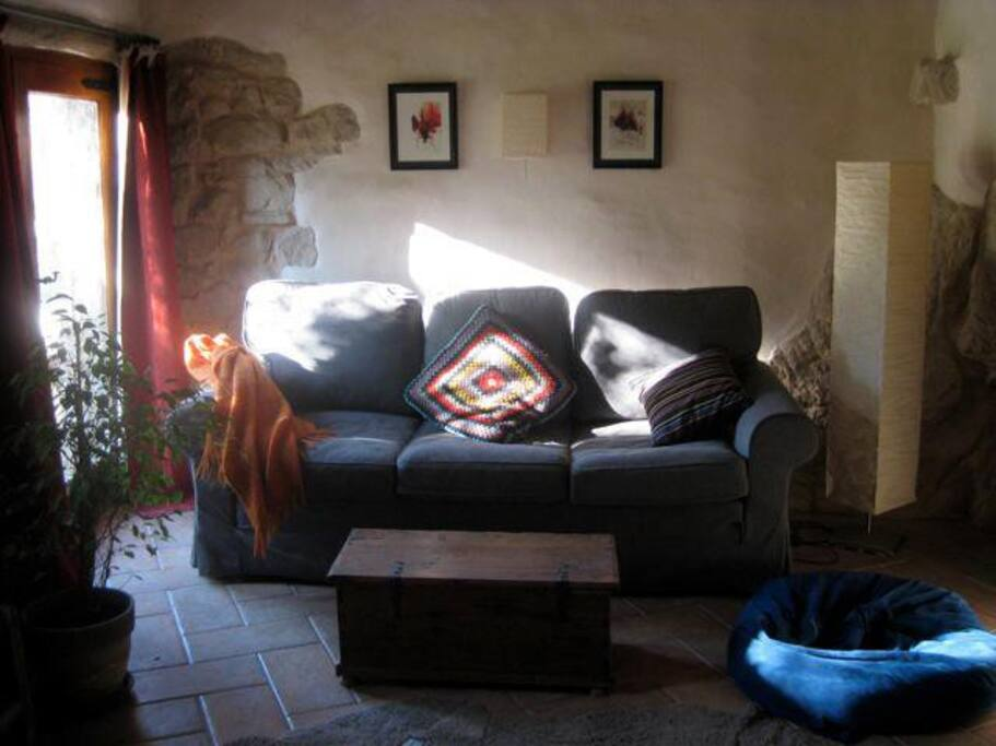 Cozy living room - with large sofa bed for 3rd bedroom