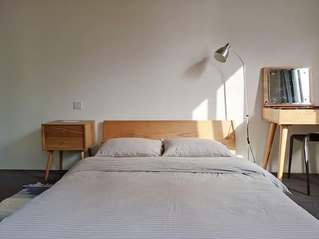 二楼卧室正面~